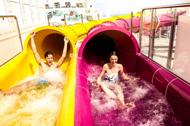 Waterslide Park_Couple_1