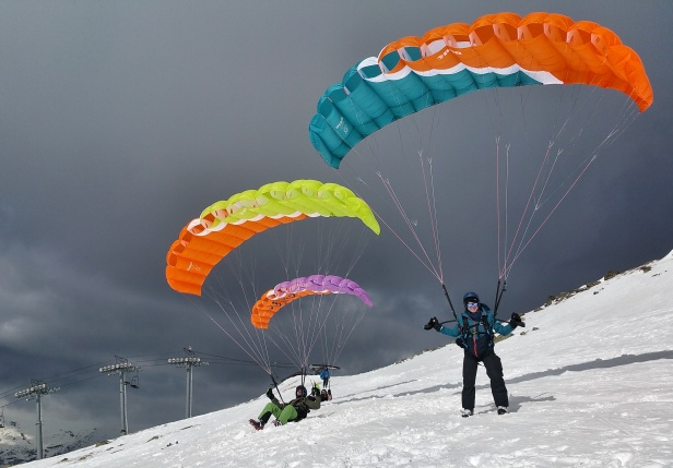 Skiing and para gliding
